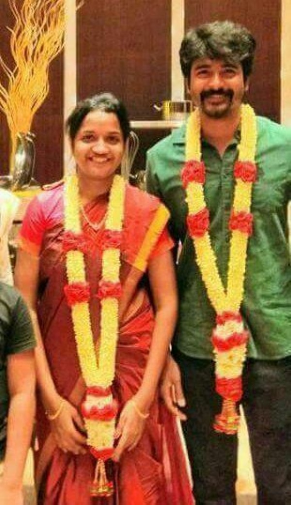 Velaikkaran Actor Sivakarthikeyan And Arthi Celebrate
