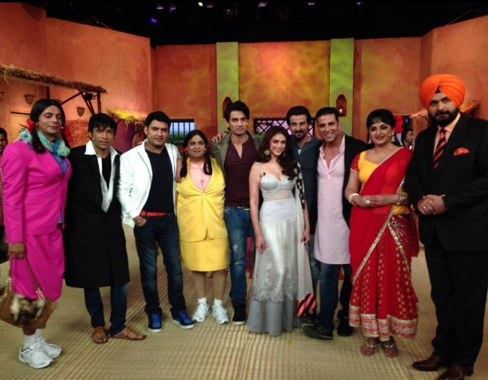 Comedy Nights With Kapil Kangana Ranaut Akshay Kumar On New Sets To Promote Films PHOTOS