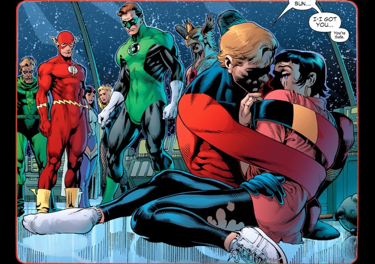 In 'Identity Crisis' (2004) #2, Elongated Man comforts Sue Dibny.