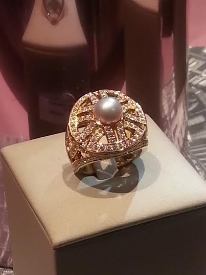 Cartier_2_diamond_pearl_wheel_ring