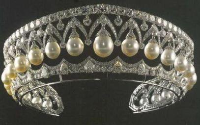 Gladys_crown