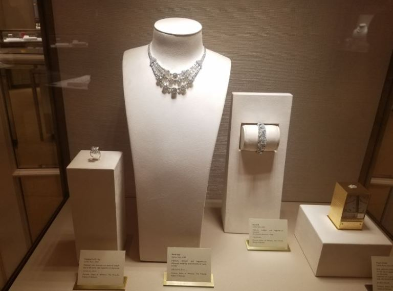 princess-grace-jewelry-display