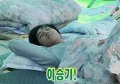 Lee-Seung-Gi-Sleep