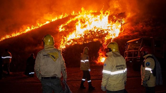 Incendio camino a El Rodeo