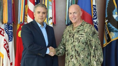 Ivan Duke con la milicia del Comando Sur