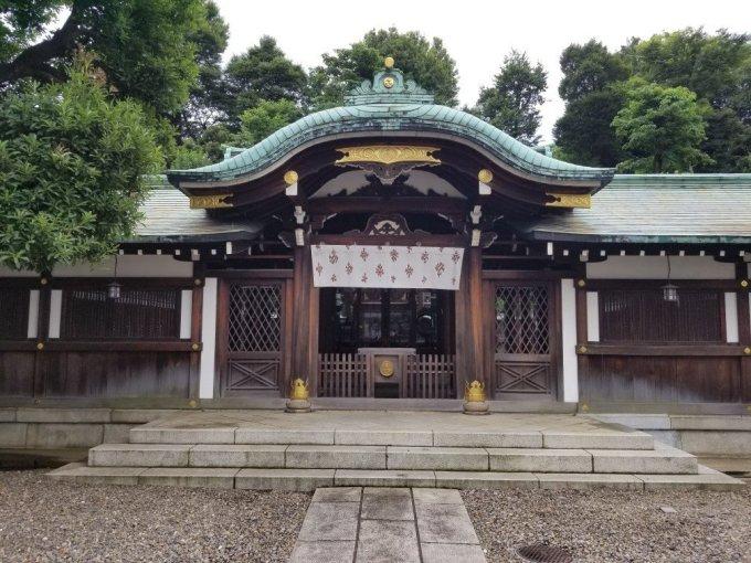 白金氷川神社の本殿(正面から)