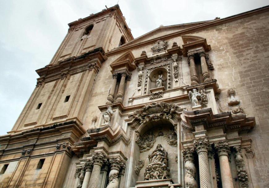 Fachada barroca de la Basílica de Santa María