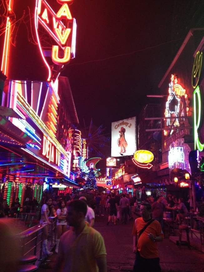 spend night with hot thai girls in red light district