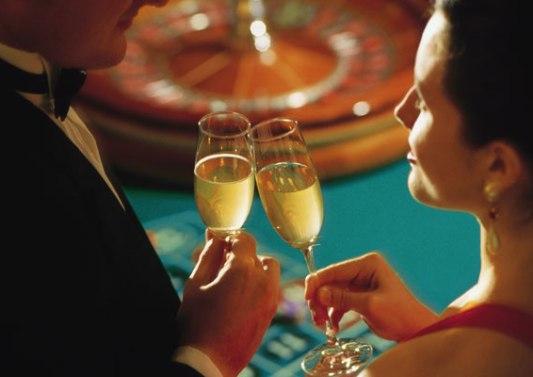Casino-man-woman-champagne