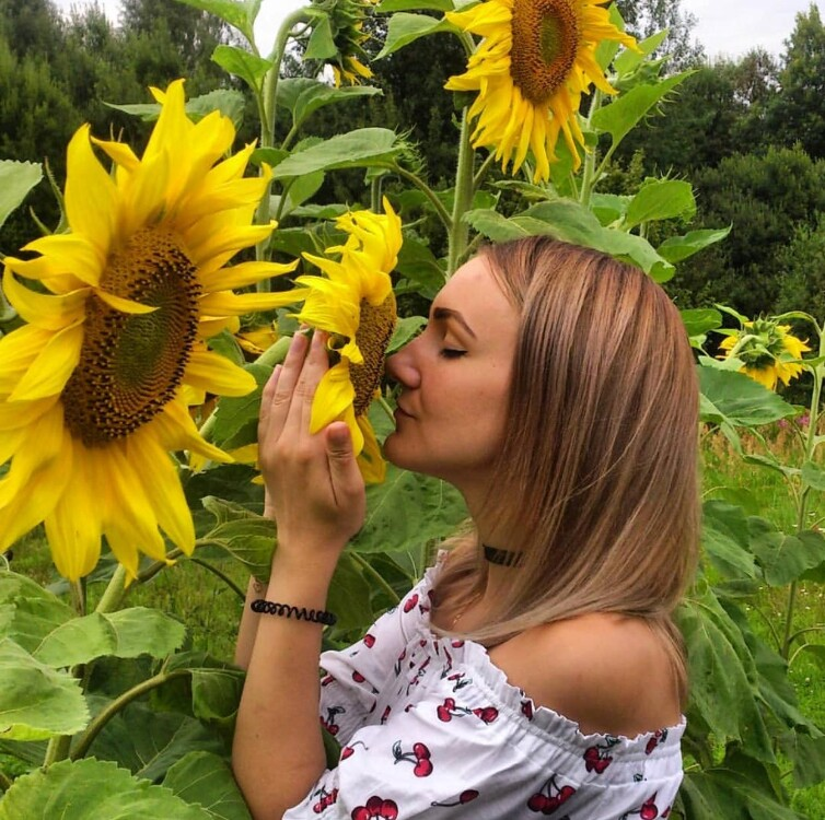 Helena dating woman late 30s
