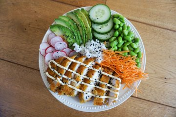 Tante Door schnitzel sushi bowl