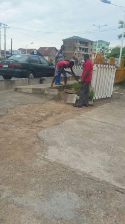 staff got down to work while waiting for 'aboki' to come ans do the work