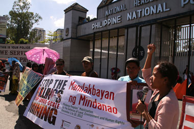 IN SOLIDARITY. A leader from the urban poor group Kalipunan ng Damayang Mahihirap in Quezon City delivers her message of support to Manilakbayan delegates during the protest Saturday outside the Camp Crame in Quezon City. (davaotoday.com photo by Alex D. Lopez)