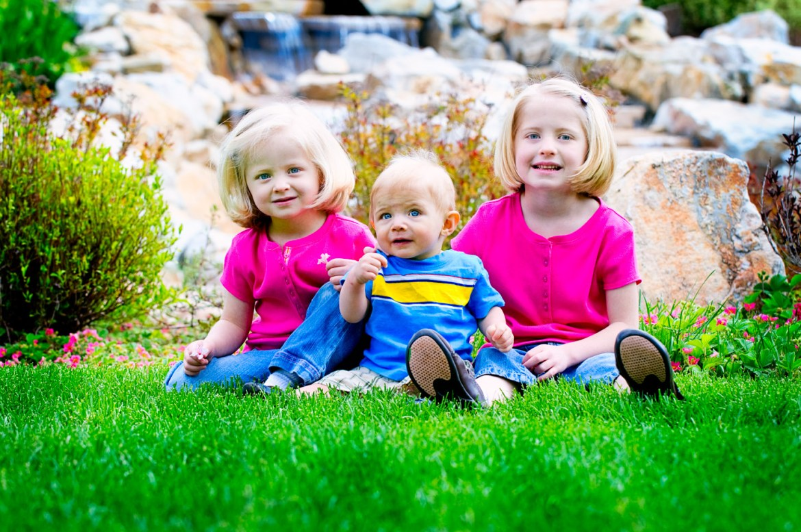 Kids sitting in the grass