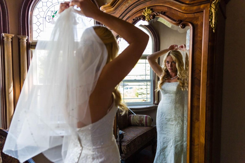 Bride puts on her bridal veil