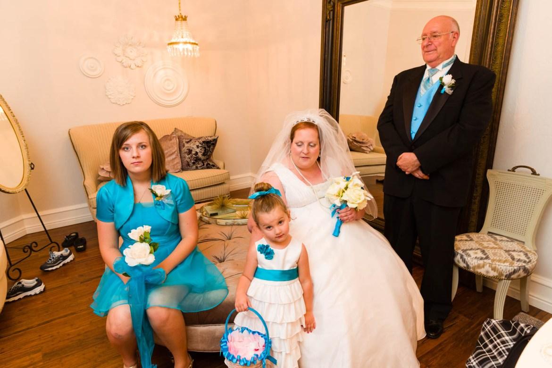 Family photo before the wedding ceremony