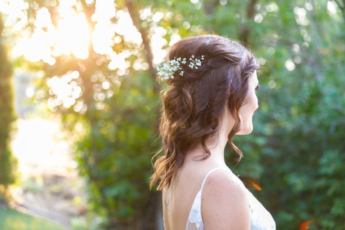 Capturing the bride's hair