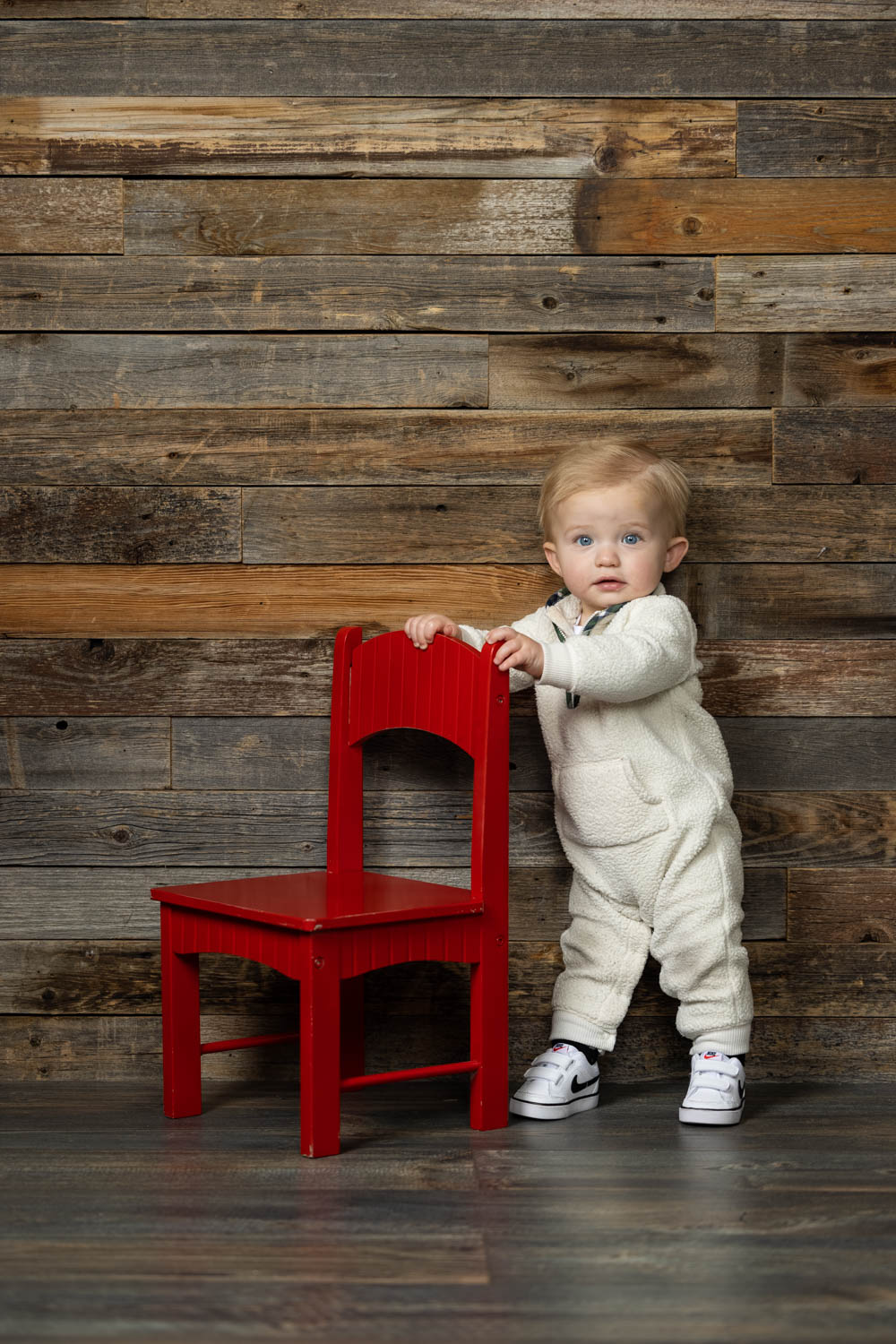 Little Arthur and his red chair
