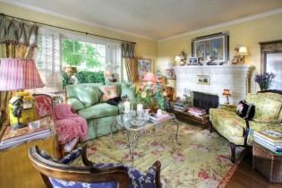 708 San Miguel living room