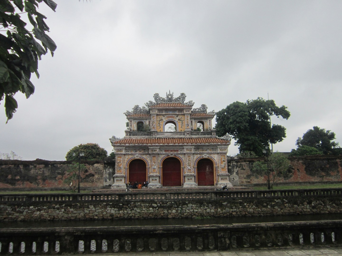 From Laos into Vietnam – border crossing and Hue