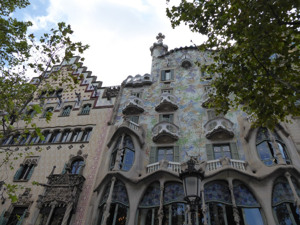 Things to do in Barcelona - vie w of the outside of Casa Batlló