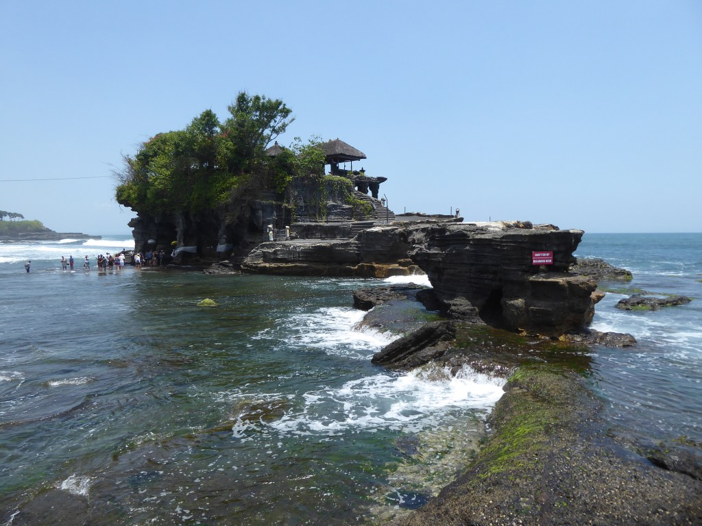 Vie wof the The Tanah Lot temple in the sea