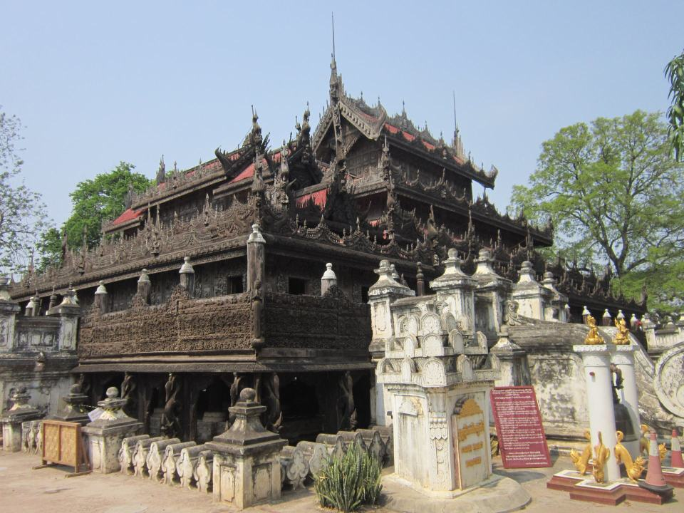 A view of the outside of Shwenandaw Monastery