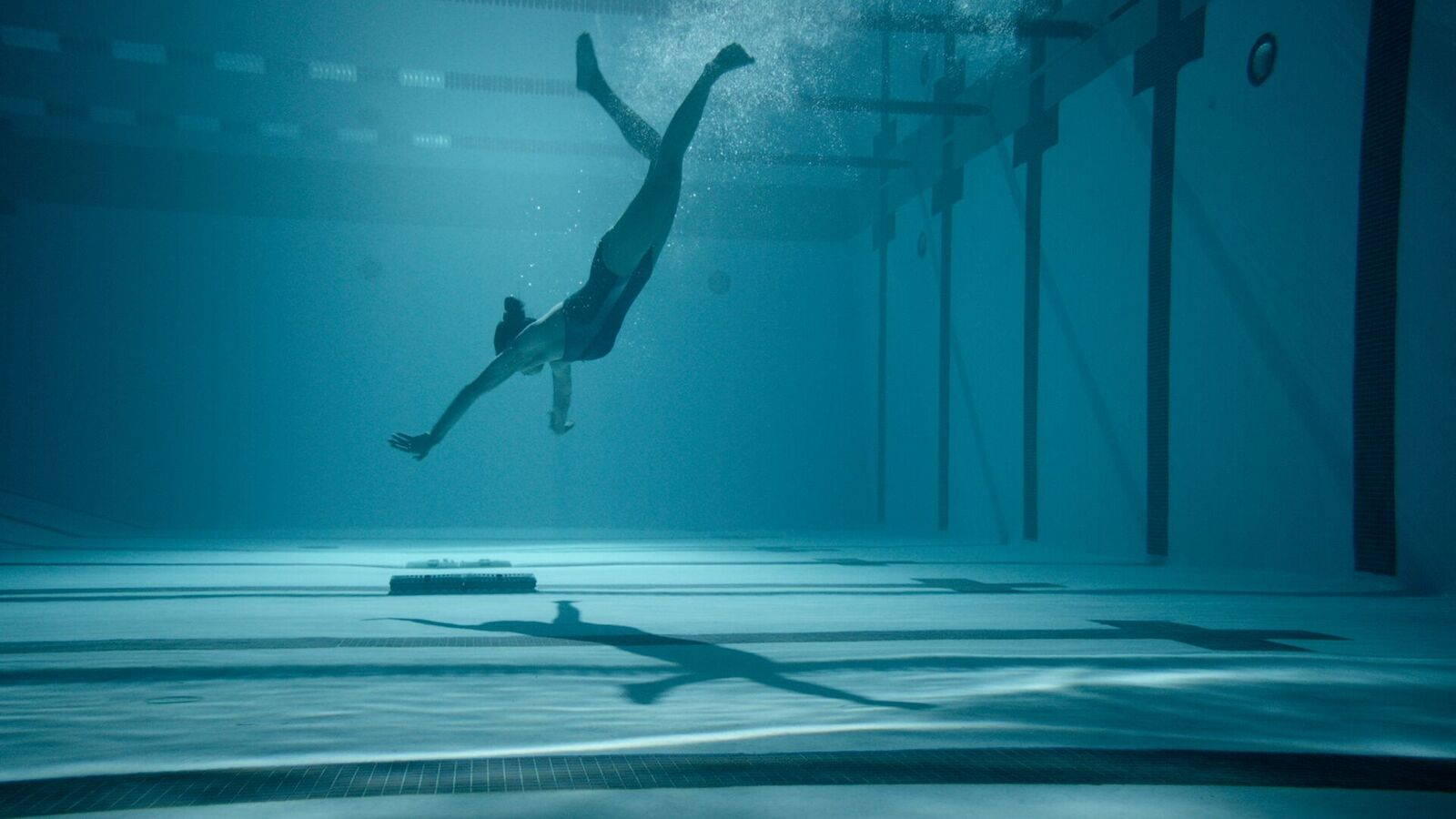 Review – 12 Feet Deep (2017)
