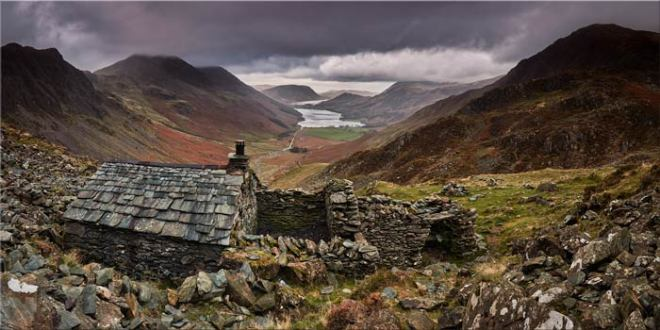 Warnscale Bothy - Canvas Print