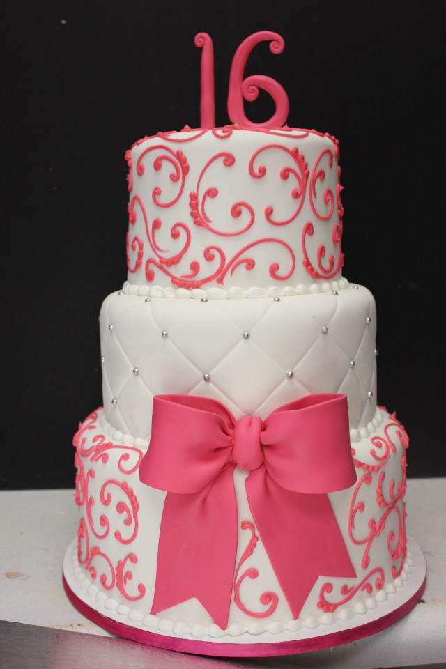 16Th Birthday Cake Ideas Sweet 16 Cake Maybe In Red And Black And Gold Instead Sweet 16