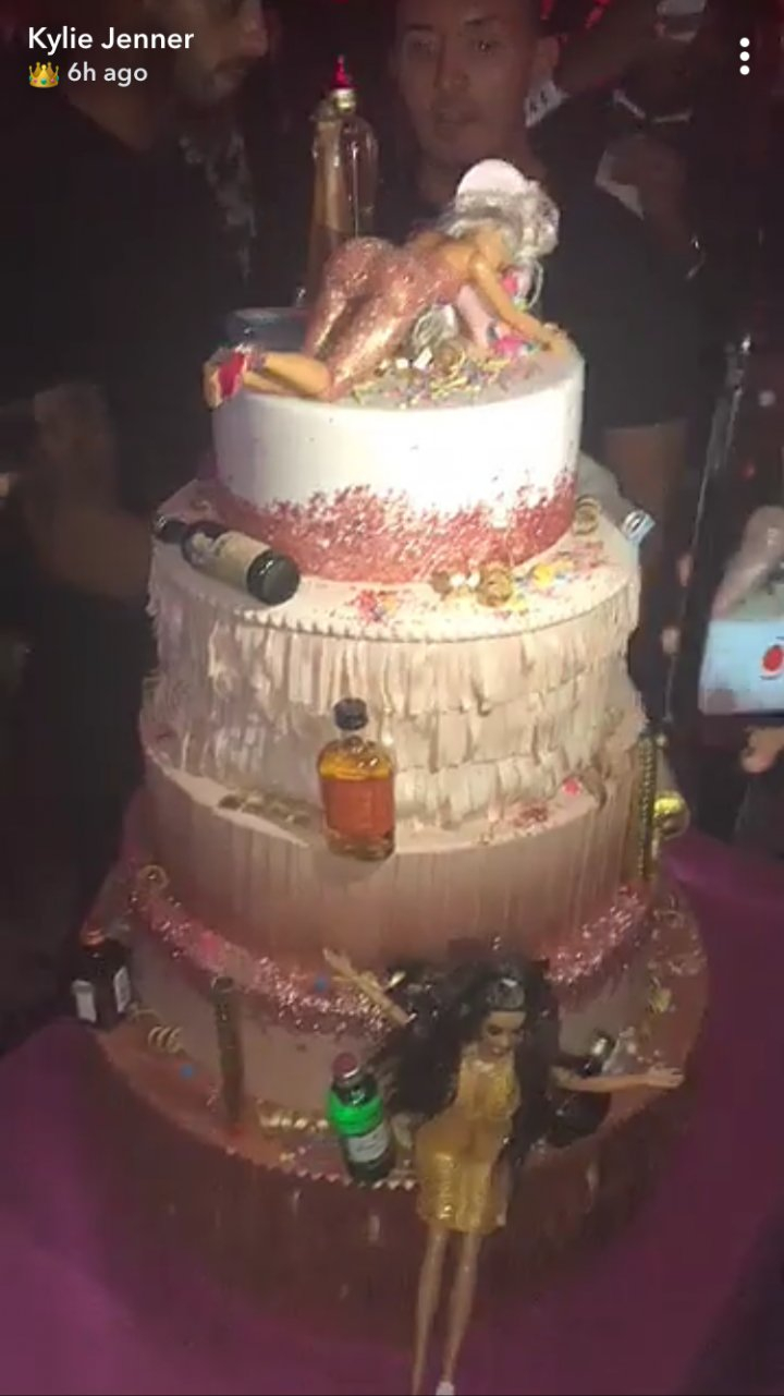 21St Birthday Cakes Kylie Jenner Cake Had 5 Tiers Of Drunk Barbies