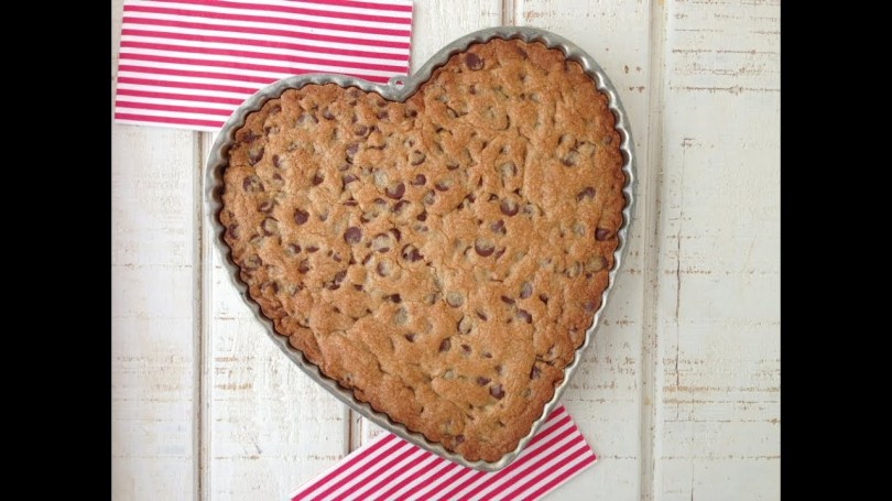 Birthday Cookie Cake Chocolate Chip Cookie Cake Birthday Party Ideas Weelicious Youtube