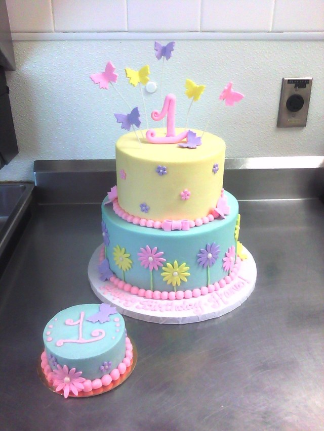 Butterfly Birthday Cakes 1st Birthday Cake With Butterflies Flowers Cakes And Cupcakes