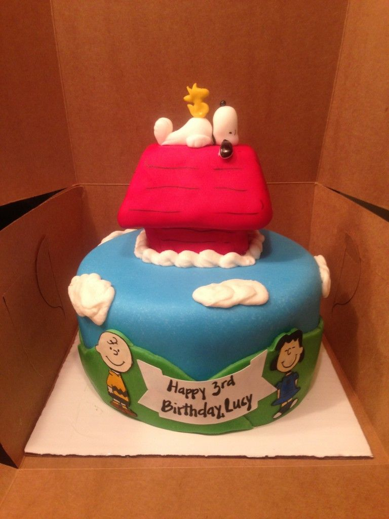 Charlie Brown Birthday Cake Charlie Brown Lucy Snoopy Woodstock And Dog House Peanuts Themed