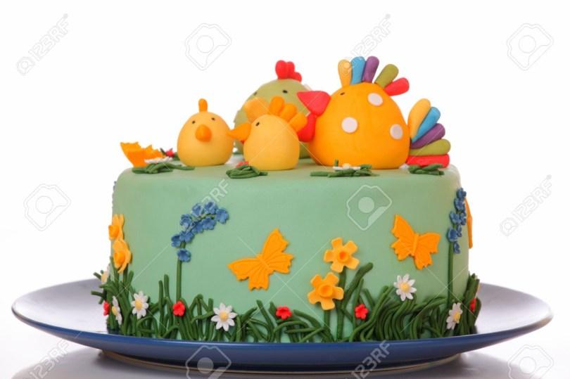 Chicken Birthday Cake Zucker Birthday Cake With Chicken Biddy Und Kken Lizenzfreie Fotos