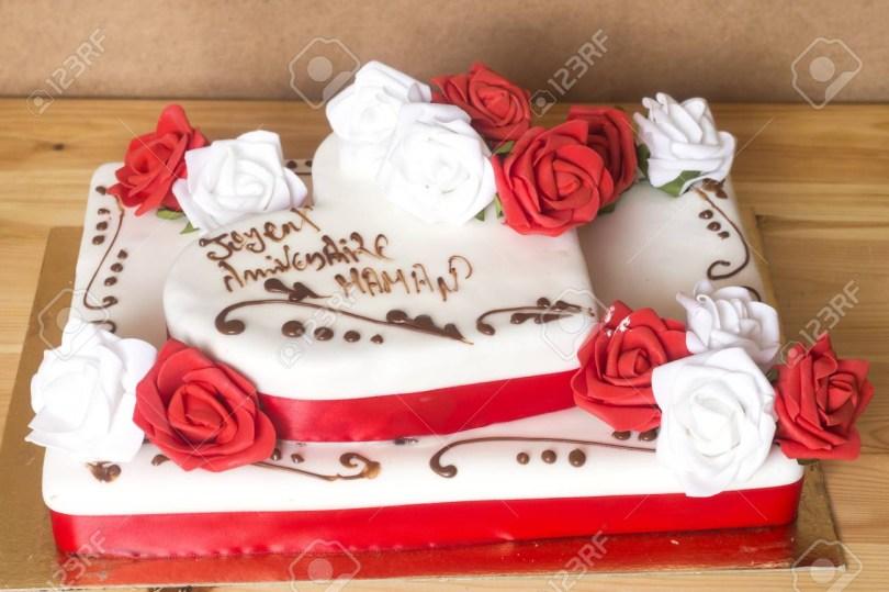 Happy Birthday Mom Cake Beautiful And Delicious Cake With Happy Birthday Mom Text Translated