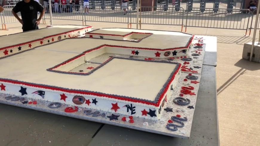 Huge Birthday Cake New England Patriots Unveil Huge Birthday Cake For Tom Brady Youtube