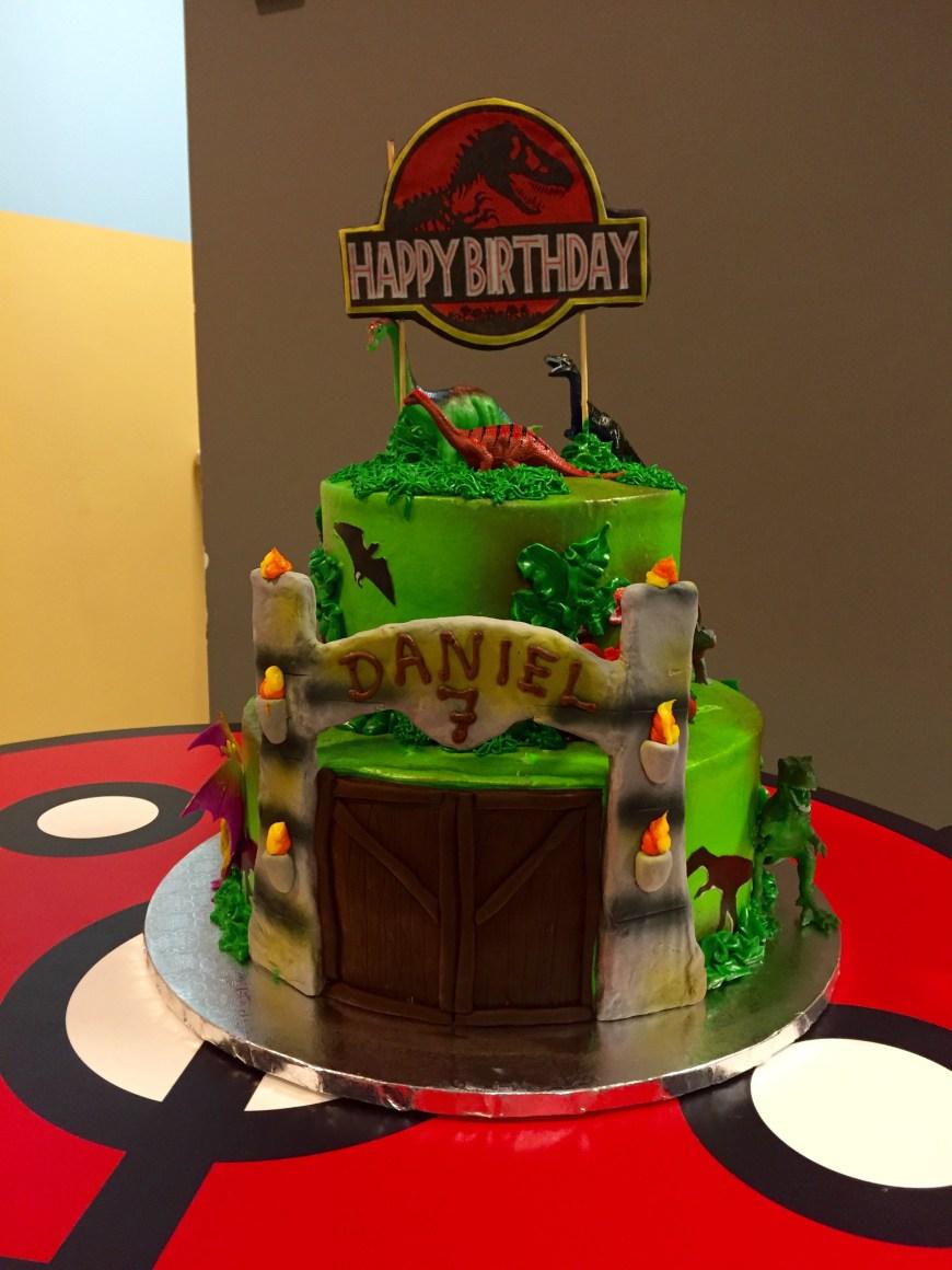 Jurassic Park Birthday Cake Pin Angela Mchenry On Boy Birthday Ideas In 2019 Jurassic World