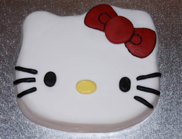 Kitty Birthday Cake Mellow Mummy The One With The Hello Kitty Birthday Cake Taking