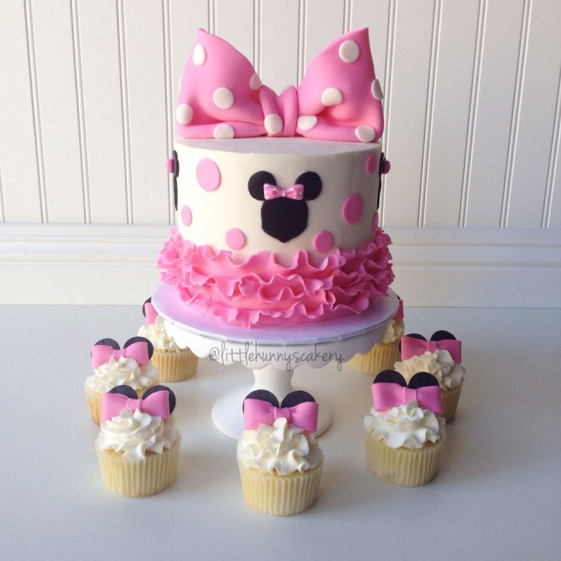Minnie Mouse Birthday Cake Minnie Mouse Cake And Cupcakes Cake Designs For Girls Pinterest
