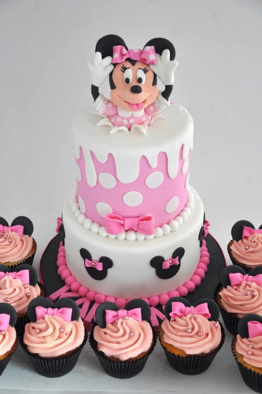 Minnie Mouse Birthday Cake Rozannes Cakes Minnie Mouse Birthday Cake And Cupcakes