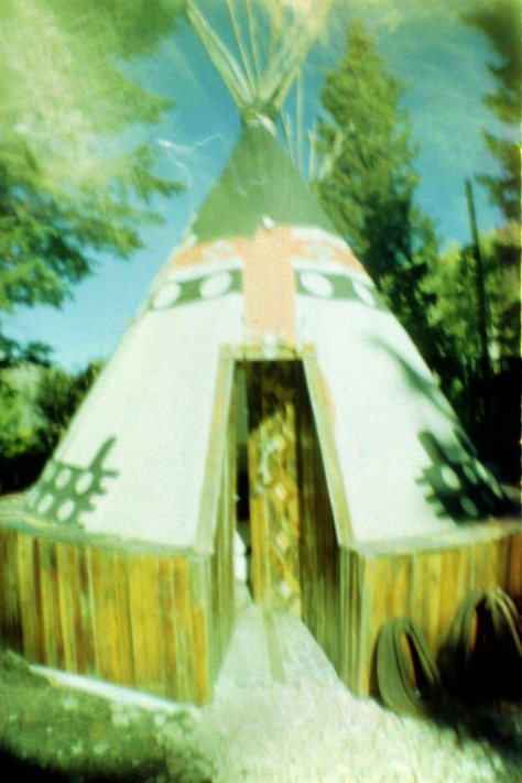 Earthship VW bus/sauna: grandeur of the tipi