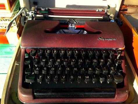 Typewriter: Olympia (in case) in Pe Ell WA