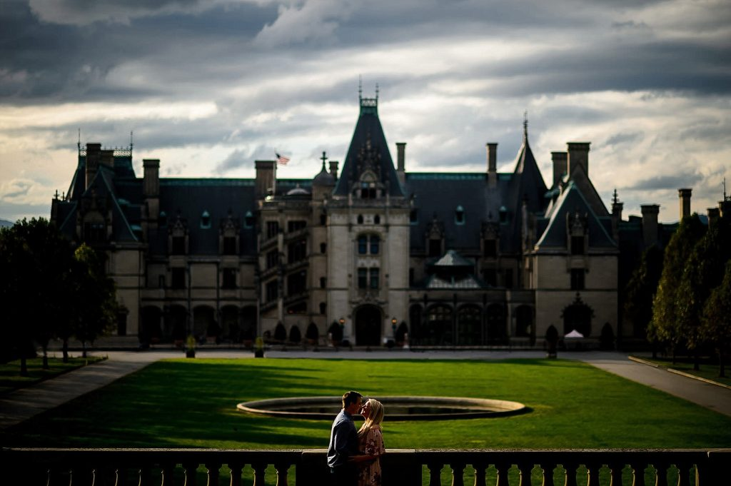 Couple-date-biltmore-estate-1024x681