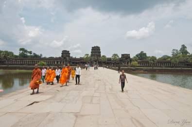Dave Yan - Cambodia - Siem Reap - Angkor Wat - Monks