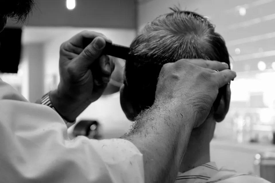 Jak układać włosy męskie?