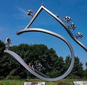4 personnages sont cachés dans parmi les cyclistes, saurez-vous les retrouver ?