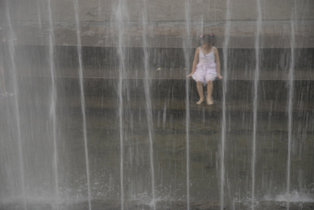 Girl_water_white