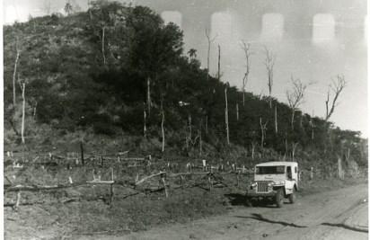 Via lateral do Morro Três Irmãos nos anos 1950 (Acervo: Ordem do Carmo)