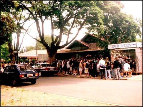 A última vez que o encontrei pessoalmente foi em 2001, num festival de bandas de heavy metal no Tribo's Bar (Foto: Maringá Histórica)